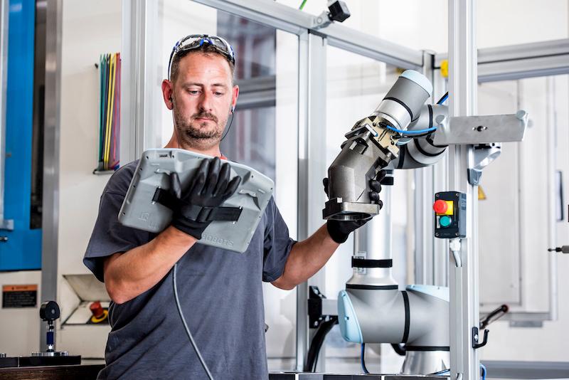 canh-tay-robot-thiet-bi-thong-minh-ngay-cang-duoc-ung-dung-rong-rai