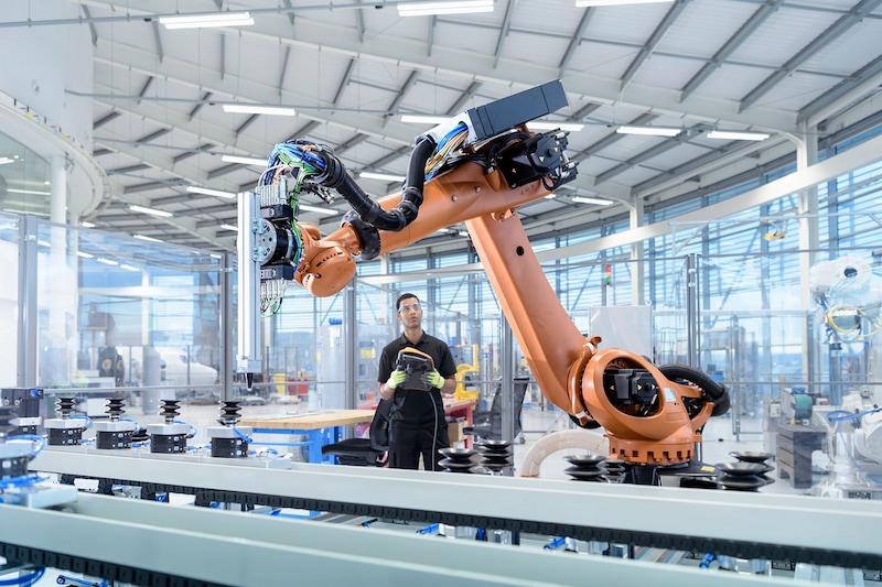 robot-cong-nghiep-khong-con-xa-la-trong-thoi-ky-cong-nghiep-4-0
